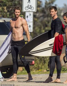 Chris and Liam Hemsworth shows off their ripped bodies after surf Bronzed! Liam showed off his own bronzed torso as he strolled back to their car holding his surfboard<br> They are the hottest siblings in Hollywood. Liam Hemsworth, Hemsworth Brothers, Christopher Abbott, Ripped Body, Donald Glover, Marvel Actors, Shirtless Men, Cute Guys, Actors & Actresses