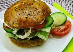 Szénhidrátcsökkentett hamburger zsemle házi húspogácsával - Salátagyár Salmon Burgers, Hamburger, Ethnic Recipes, Food, Essen, Burgers, Meals, Yemek, Eten