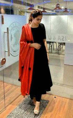 Simple Kurta Designs, Kurta Designs Women, Stylish Dress Designs, Designs For Dresses, Stylish Dresses, Blouse Designs, Dresses For Women, Plain Kurti Designs, Salwar Designs
