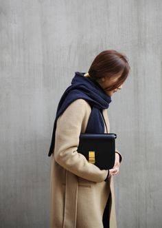 Camel winter coat // Camel coat street style // Minimal Winter fashion // Minimal winter street style // Celine Classic box bag black // How to style a navy scarf Fashion Mode, Minimal Fashion, London Fashion, Death By Elocution, Fall Winter Outfits, Autumn Winter Fashion, Celine Classic Box, Celine Box, Look 2015