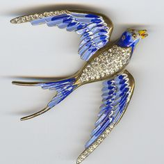 Joan Rivers Limited Edition Bluebird of Happiness Brooch . Bird Jewelry, Animal Jewelry, Beaded Jewelry, Jewellery, Victorian Jewelry, Antique Jewelry, Vintage Jewelry, Vintage Costume Jewelry, Vintage Costumes