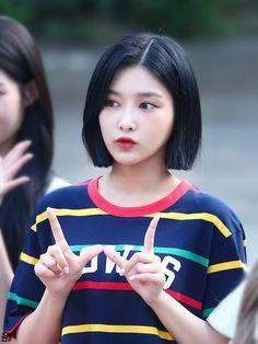 Kpop Girl Groups, Kpop Girls, Beautiful Moments, Most Beautiful, Fandom, Korean Group, Hairstyle, Asian, Celebrities