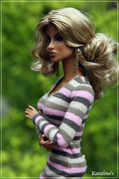 This is actually a really pretty doll.