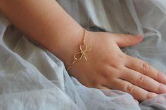 Gold Infant Bracelet Baby Bow Bracelet Gold Bow door MinimalVS