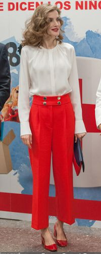 5 Oct 2016 - Queen Letizia attends Red Cross Fundraiser. Click to read more
