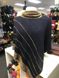 Lady at the Airport by Amanda Woeger, knitted by sondomn | malabrigo Sock in Diana and Cote d Azure