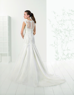 Abito da sposa sirena in pizzo Adriana Alier Rosa Clara  2016 per Bride  Project Buttrio www.brideproject.it 22df0e4b55b