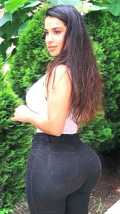 Curvy Girl Outfits, Curvy Women Fashion, Sexy Jeans, Femmes Les Plus Sexy, Mädchen In Bikinis, Bikini Girls, Gorgeous Women, Sexy Women, Investors