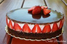 Használjátok ki az eperszezont amíg csak tudjátok!:)   Pl készítsétek el ezt a szuper krémes tortát.       Hozzávalók (26 cm):  Brow...