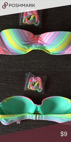 Victoria's Secret Strapless Bikini Top, NWOT Cute multicolor strapless bikini top! This comes with the attachable straps. NWOT. Great price! Victoria's Secret Swim Bikinis