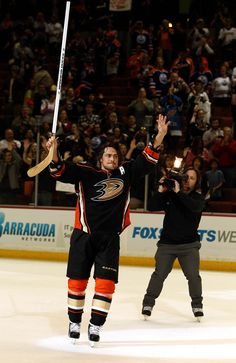 Please keep playing forever, Teemu. Can't wait to see my man Teemu play one more game! Anaheim Ducks, Image Sharing, My Man, Your Image, Nhl, Hockey, Basketball Court, Don't Worry, Sports
