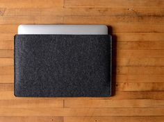Simple MacBook Air Sleeve - Charcoal Felt