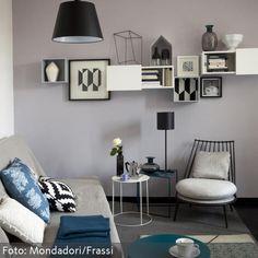 Sofa mit grauem Überwurf