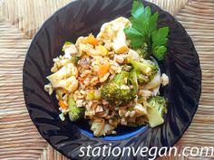 Arroz integral con verduras y tofu. Riso integrale con verdure e tofu. Wholegrain rice with vegetables and tofu