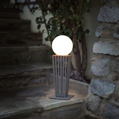 Kaleo-lattiavalaisin terassille. Light Up, Table Lamp, Home Decor, Deck, Model, Table Lamps, Decoration Home, Room Decor