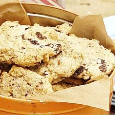 Try our easy chocolate chip cookies recipe. If you want to know how to make chocolate chip cookies, we have the perfect recipe . We love choc chip cookies Chunky Chocolate Chip Cookies, Oat Cookies, Biscuit Cookies, Biscuit Recipe, Small Cake, Perfect Food, Cookie Recipes, Biscuits, Sweet Treats