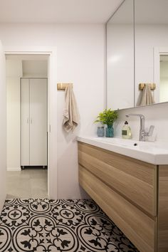 Renovation from the ground up of an apartment building Beautiful Design, Interior, Apartment, Apartment Renovation, Beautiful Homes, Home Decor, Bathroom, Renovations, Bathroom Design