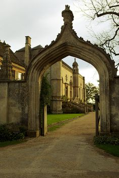 By Ted Forbes, via Flickr ... the tudor arch, the four-centered arch or the depressed arch. Make a nice front door entrance ... right?