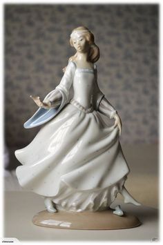 "Beautiful Lladro Figurine ""Cinderella"", issued in1972 and retired in 1998.  SOLD"