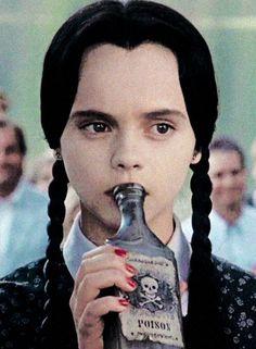 merlina addams - Wednesday Addams enjoying a drink | >>.. Since 90's ... es.pinterest.com500 × 681Buscar por imágenes Wednesday Addams enjoying a drink: Miércoles Adam, Botella De Veneno
