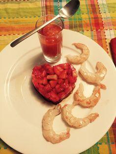 Tartare di fragole al balsamico con code di gambero al sale rosa dell'himalaya e bicchierino di papaya salata con salsa worchester....