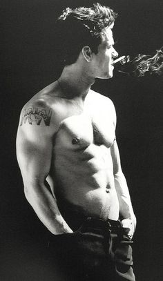 I dont like smoking but Mark Wahlberg would look sexy doing ANYTHING!