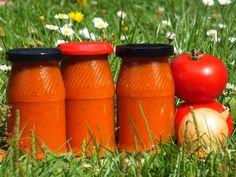 Ketchup z cukinii i marchewki to trafiony sposób na wykorzystanie tych dwóch warzyw! Taki ketchup to fajna baza do przygotowania zapiekanek i pizzy :) Przepis na ketchup z cukinii i marchewki.