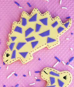 Tutorial: How to make dino cookies | CakeJournal.com