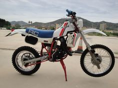 Cool Dirt Bikes, Enduro Motocross, Vintage Motocross, Wooden Boats, Cars And Motorcycles, Offroad, Yamaha, Derby, Vehicles