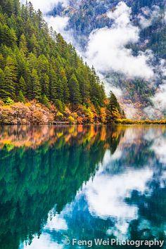 Mirror lake in Jiuzhai Valley National Park, China, an UNESCO World Heritage Site.
