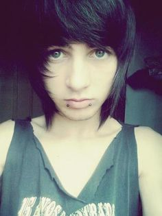 Hot Emo-Scene Guys shared by Δзιιзϰβαɓɛ on We Heart It Hot Emo Guys, Cute Emo Boys, Scene Guys, Emo Scene, Layered Scene Hair, Androgynous People, Black Hair Boy, Pretty People, Emo Hairstyles