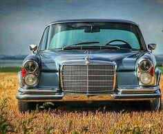 Nice looking older Benz. Mercedes 280, Mercedes Classic Cars, Mercedes S Class, Old Classic Cars, Mercedes Benz Cars, Audi, Automobile, Mercedez Benz, Daimler Benz