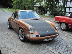 Porsche Gold 911 Carrera hot rod (1)