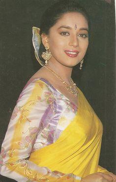 Indian actor Madhuri Dixit in Saree Beautiful Girl Indian, Most Beautiful Indian Actress, Beautiful Saree, Gorgeous Women, Madhuri Dixit Saree, Sonakshi Sinha Saree, Beautiful Bollywood Actress, Beautiful Actresses, Saree Photoshoot