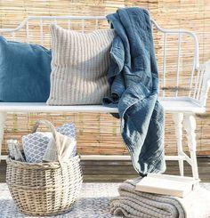Gestrickte Baumwolldecken und Kissen von ib Laursen für drinnen und draussen