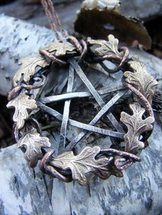 Blessed Pentacle❤ I'm very drawn to oak leaves and acorns right now. Wicca Witchcraft, Magick, Wiccan Altar, Pagan Jewelry, Witch Jewelry, Spiritual Jewelry, Mabon, Samhain, Sabbats