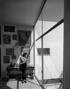 A revista Habitat, em 1953, mostrou a Casa de Vidro de Lina Bo Bardi em fotos de Chico Albuquerque. Já a Architettura, em 1973, expôs o Masp em fotos de Hans Gunter Flieg. Nos 20 anos que separam as duas publicações, Lina foi capaz de se transformar, desenvolvendo um novo entendimento sobre o Brasil.