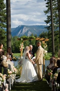 Flora Nova Design, Seattle event design, Seattle best wedding flowers, Suncadia Resort wedding ceremony, peach and ivory wedding flowers, wedding arch, Northwest wedding