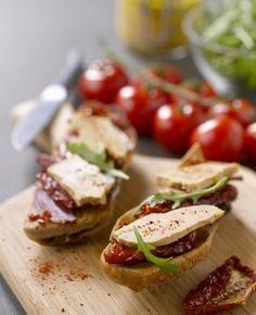 La Tartine façon bruschetta, aux tomates confites avec magret de canard séché et Foie Gras entier