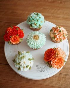 Done by student of Better class (베러 정규클래스/Regular class) www.better-cakes.com *Any inquiries: bettercakes@naver.com  #buttercream#cake#베이킹#baking#bettercake#like#버터크림케익#베러케이크#cupcake#flower#꽃#sweet#플라워케이크#foodporn#birthday#wedding#디저트#bettercake#dessert#버터크림플라워케익#follow#food#koreancake#beautiful#flowerstagram#instacake#컵케익#꽃스타그램#베이킹클래스#instafood