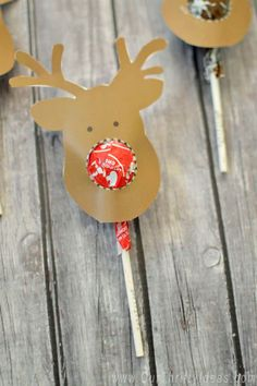 The cutest way for Kids to give a cheap and festive gift to their friends for Christmas! The reindeer head is a free download too! Do your kids need the perfect and inexpensive gift to give to friends this Christmas? Have them help you cut out some of these cute Reindeer heads to attach to …: