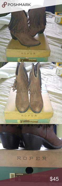 Cowgirl western fringe boots. These are super cute short ankle boots that have super cute fringe. These are perfect for the rodeo or western outfit. They look cute with a dress, shorts, or pants. Very little wear just has tiny scuffs on frint as pictured in 2nd picture. Comes with box. Roper Shoes Ankle Boots & Booties