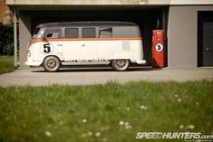 Race-Taxi Bi-Turbo VW Bus