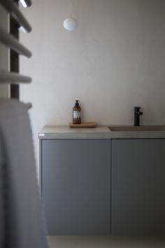Toimitimme kiintokalusteet Pihkala-blogin Maijan upeaan kylpytilaan. www.uniquehome.fi Bathroom, Unique, Home, Washroom, Full Bath, Ad Home, Homes, Bath, Bathrooms