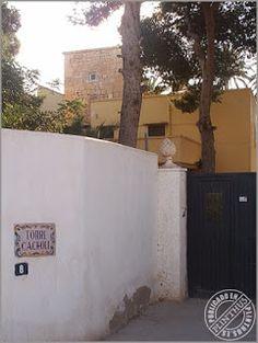 Torres y Fincas (II) de la Huerta de Alicante .Torre Cacholi. Principios del XVII.  Rodeada por la antigua vivienda