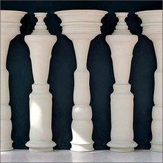 Un'altra #IllusioneOttica! Voi cosa vedete in questa immagine? Persone di #profilo o colonne? :)