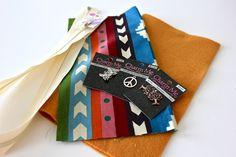 Sweet Verbena: Charmed Pencil Pouch Tutorial and an Etsy Shop! Fabric Bags, Fabric Scraps, Diy Zip Pouches, Zipper Face, Zipper Pouch, Diy Makeup Bag, Makeup Case, Opening An Etsy Shop, Pouch Pattern