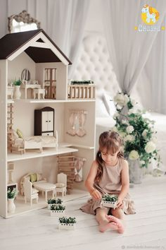 Dollhouse inspiration - do it yourself! Dollhouse inspiration - do it yourself! Kids Room Furniture, Barbie Furniture, Dollhouse Furniture, Miniature Furniture, Doll House Crafts, Doll Home, Doll House Plans, Toy House, Barbie Doll House