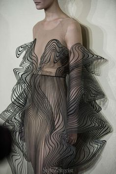 Iris van Herpen F / Couture Hinter den Kulissen Mode 3d Fashion, Fashion Details, Look Fashion, Trendy Fashion, Runway Fashion, High Fashion, Fashion Show, Autumn Fashion, Womens Fashion
