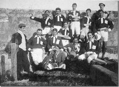 Fist Soccer team of SL Benfica Football Is Life, School Football, Football Team, Portuguese Culture, Portugal, Soccer, Play, Sports, Big